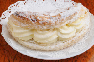 apple-turnover-fresh-cream